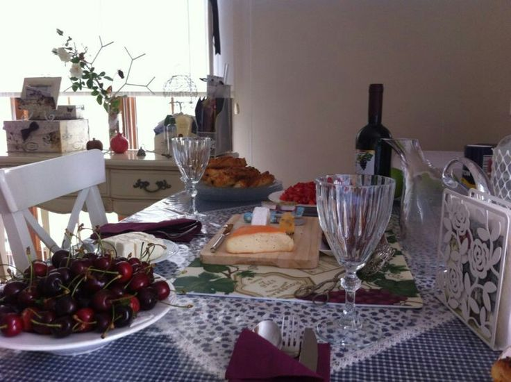 Wine & cherry table setting