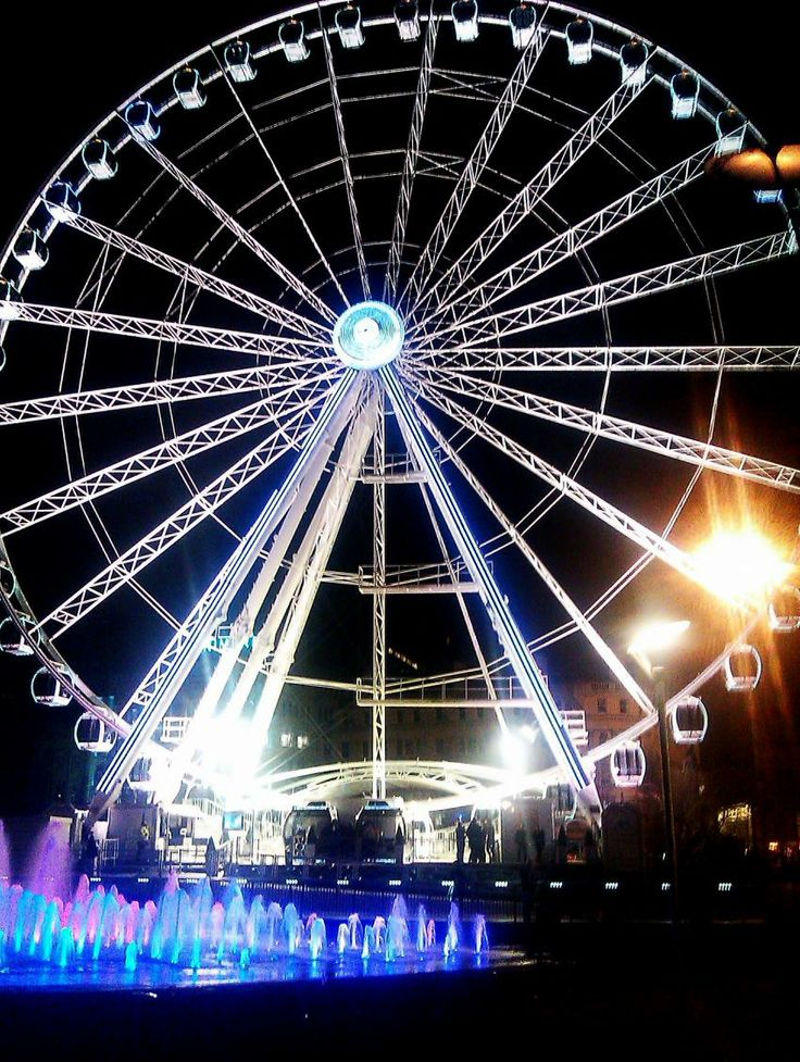 Wheel of Manchester by night