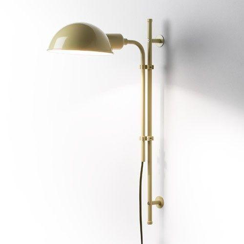 Эстетичность и практичность гармонично соединились в настенном светильнике Funiculi. Эта делать интерьера наполнит мягким светом минималистические интерьеры, строгим линиям которых не хватает тепла домашнего уюта. Аккуратная конструкция светильника, выполненная в черном цвете, будет универсальным дополнением офисных кабинетов, уголков релакса в квартирах и настенной лампой в комнатах подростков.