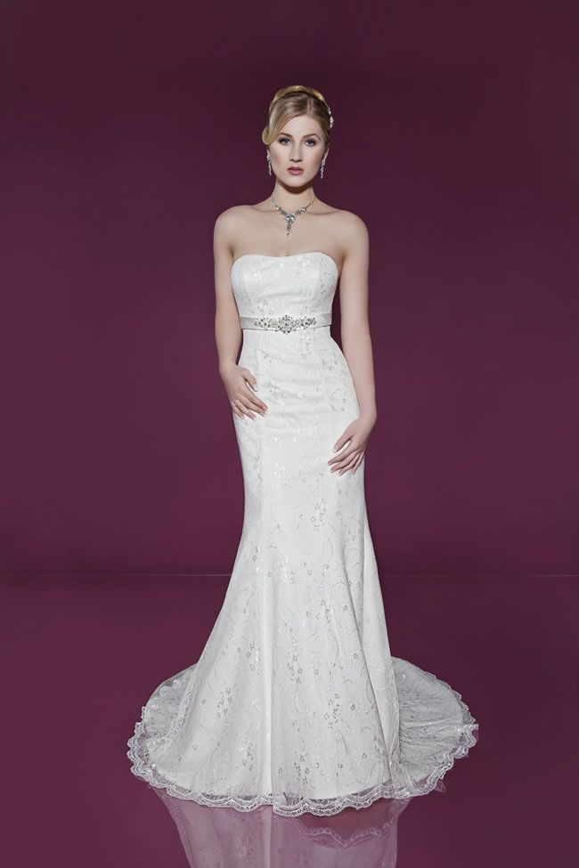If you're looking for a bridal gown with a designer feel but can't afford the high price tag, look no further than the 2014 collection from Benjamin Roberts