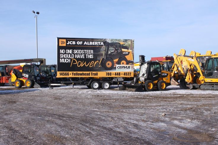 All shined up and ready for a photo shoot, this JCB Trailer Billboard is looking sharp and making a huge impact on passing drivings #trailerbillboards #outdooradvertising #outofhomemarketing #alternativeadvertising