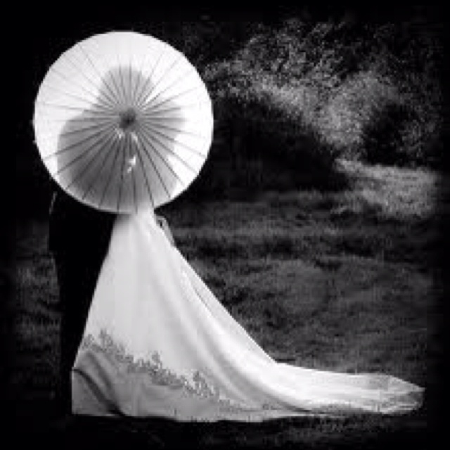 Creative and unusual...since you brought up parasols.: Kiss, Wedding Photography, Photo Ideas, Wedding Ideas, Parasol, Wedding Photos, Picture Ideas