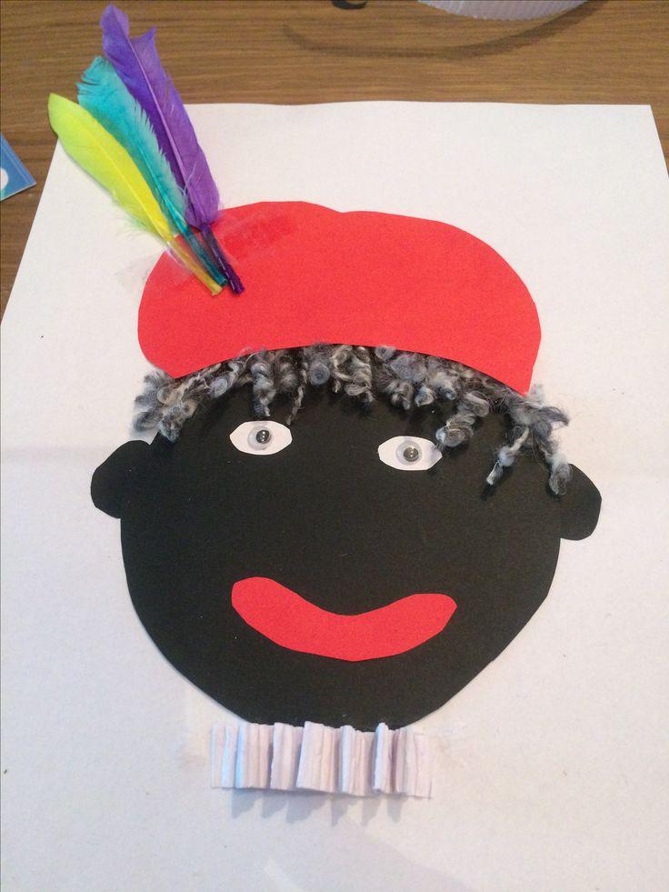 Zwarte piet knutselen  Nodig  - papier zwart / rood / wit - grijs of zwart wol - veren - ogen
