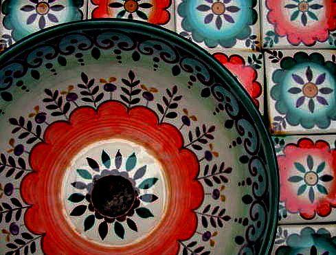 Bacha en cerámica decorada  a mano en estilo marroquí.