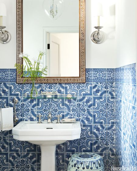 17 beautiful blue and white rooms to inspire you - Blue and white bathroom ...