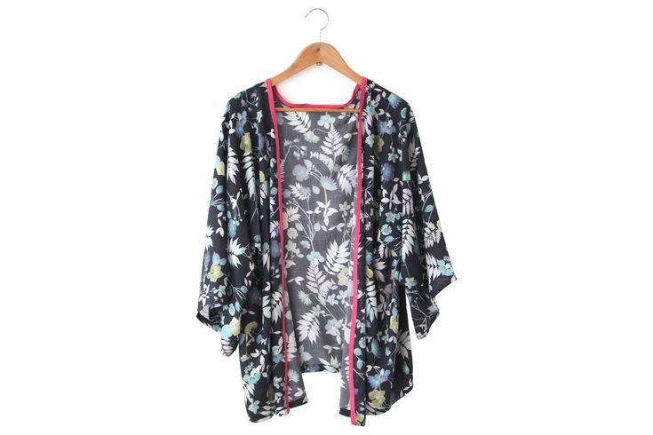 les 25 meilleures id es de la cat gorie veste kimono sur pinterest diy kimono femme mode. Black Bedroom Furniture Sets. Home Design Ideas