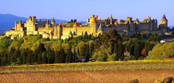 Carcassonne ... La città fortezza ... http://www.iviaggidelgoloso.net/2013/04/viaggi-di-primavera-carcassonne-un.html