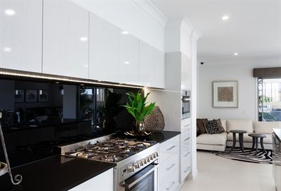 Caesarstone Jet Black bench top with high gloss white cupboards, black splash back and stainless steel stove