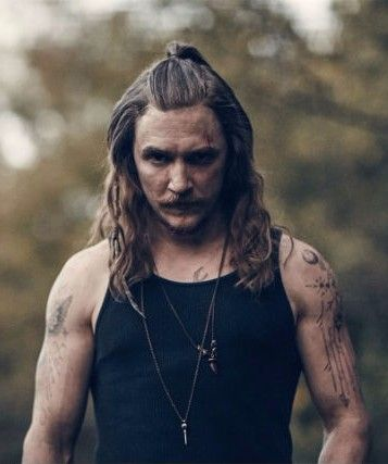 Kyle Gallner in Outsiders TV show