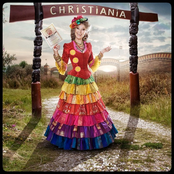 Anne Marie Helger, wearing the  Christiania HoutEcouture-costume. It's an art piece about Love for colors, equality, peace & Harmony ❤️ Foto: @thomasCato