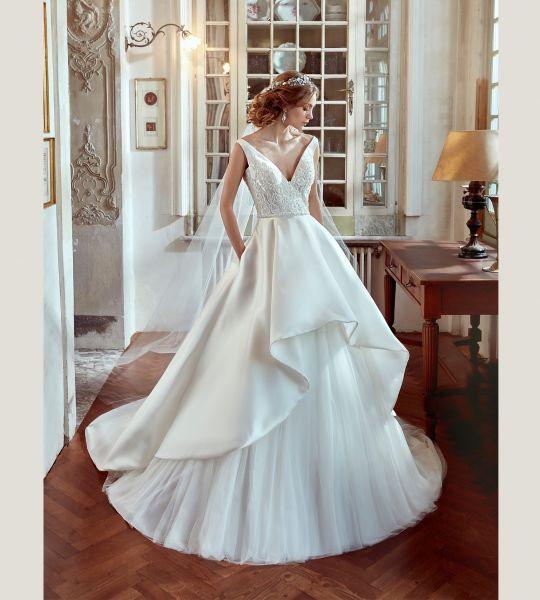 Vestidos de novia con escote en V 2017: Diseños para novias atrevidas y arriesgadas Image: 28
