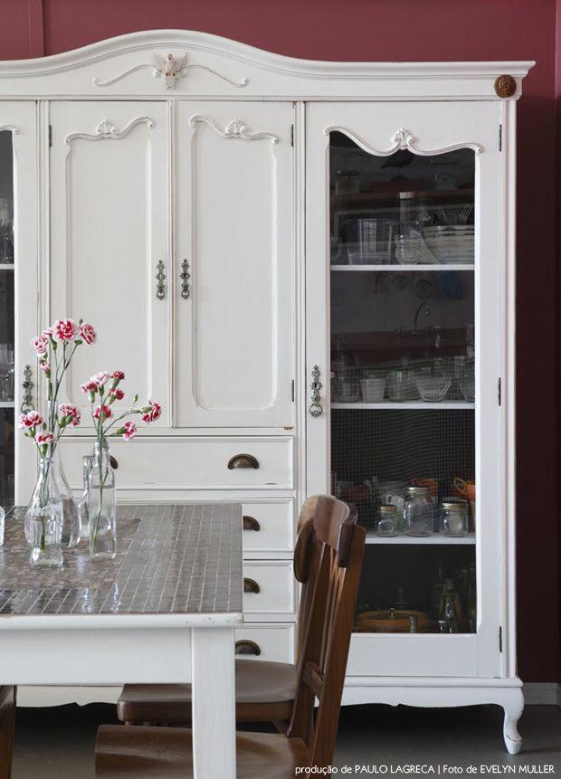 vintage cabinet in the dining room #decor #armários #vintage