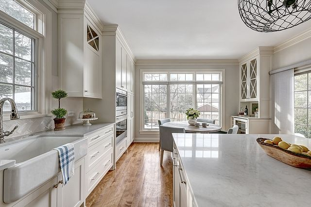 43 Amazing Kitchen Remodeling Ideas For Small Kitchens 2019 Small White Kitchens Classic Kitchen Cabinets White Kitchen Traditional