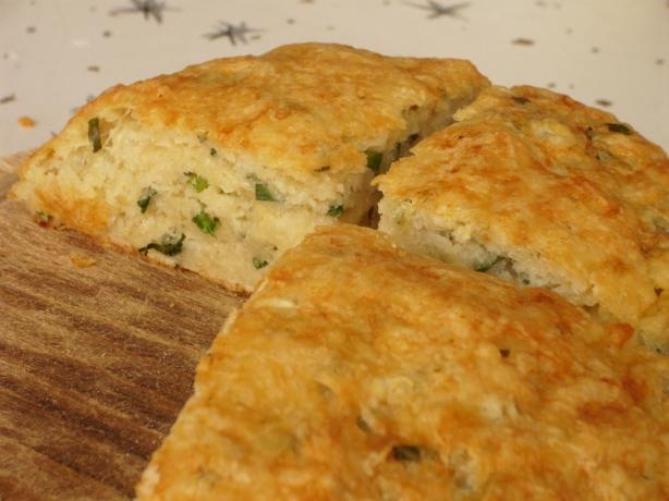 Australian Cheese, Garlic and Chive Damper - excellent and easy