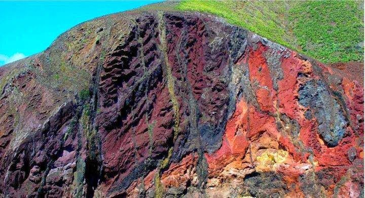 Intrusion of basaltic dykes in Volcanic rocks from Middle Miocene (Porto Santo island, Portugal) | Geology IN