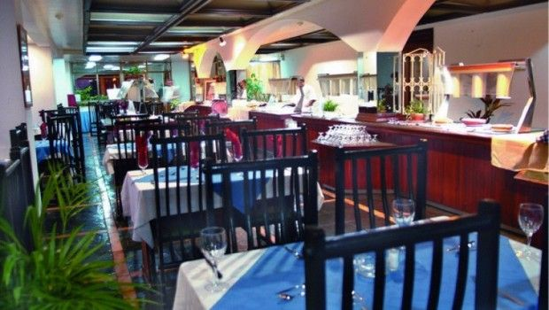Si usted está buscando dentro de la ciudad un lugar tranquilo frente al mar, con la posibilidad de combinar un viaje de negocios con la práctica del buceo, o disfrutar con su familia de una visita al Acuario Nacional, el Hotel Copacabana es el lugar perfecto en La Habana.