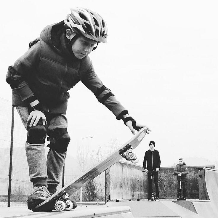 Первые шаги • First steps •. #sport #skate #skateboards #skateboard #skateboarder #kid #kids #child #boy #childhood #activelife #sportlife #creativephototeam #скейтборд #скейт #детство #спорт #чб #blackandwhite