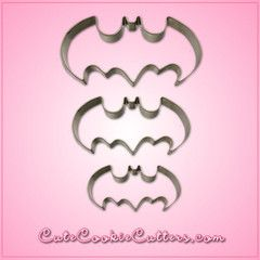 When The Joker shows up aiming to steal your cookies, there's only one hero to call! Slice up a batch of treats with the Batman Cookie Cutter in the shape of the bat signal, and the Cape Crusader may