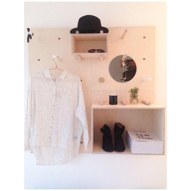 WALK IN CLOSET   leter du etter den perfekte walk in closet løsningen så har vi den! ORGANIZE har bokser hyller og knagger som gir deg muligheten til å skape din helt særegne løsning for dine klær og tilbehørHer vist med klær sko og tilbehør fra @shinenorway #walkincloset #oppbevaring #garderobe #trend #inspirasjon #interiør #norskprodusert #norskdesign #daretoorganize by daretodesignstudio