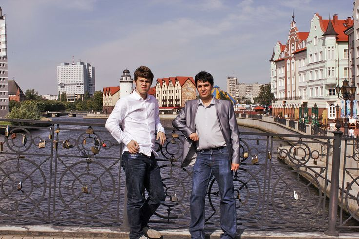 Magnus Carlsen played blitz chess and several friendly games with an InstaForex official, International Master in chess.