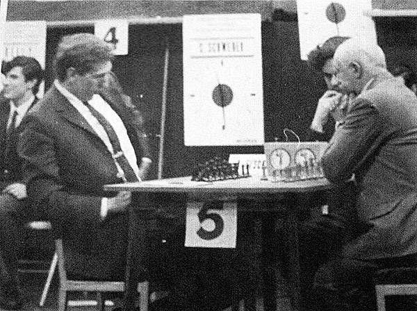 Bobby Fischer et Miguel Najdorf, Buenos Aires, 1970 Najdorf,Miguel - Fischer,Robert James Buenos Aires (7), 28.07.1970 Semi-Tarrasch [D42]