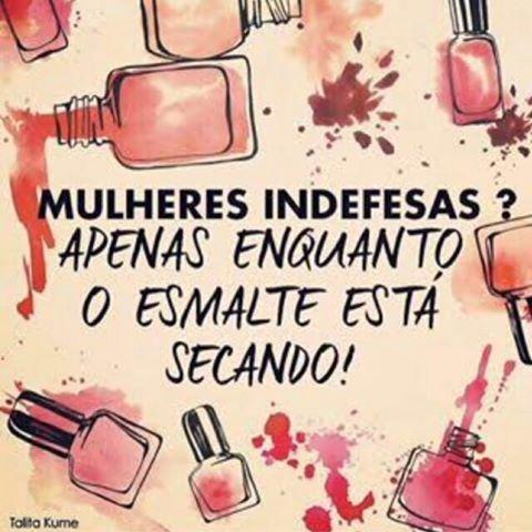 Esmalte secando: momento super tenso que necessita de atenção especial! #inspira #esmaltedasemana #unhas #unhaslindas #nails #amounhas #unhasdegel #esmalteria #luxo #dasemana #banhodegel #instaglam #esmaltes #esmalte #bomdia #instaglam #nailsforinspire #nails2inspire #frases #frasedodia #colorama #esmaltedegel #luxodefine #unhasperfeitas #acrigel #manicure #lovernails #unhasdasemana #nailstagram #inlove