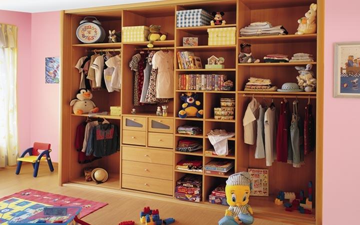 Vestidor. Gama Inside, Color Peral Claro. Visite nuestras tiendas. Otros productos: armarios empotrados, armarios a medida, puertas correderas, puertas plegables, puertas abatibles, mueble a medida y mueble de oficina.