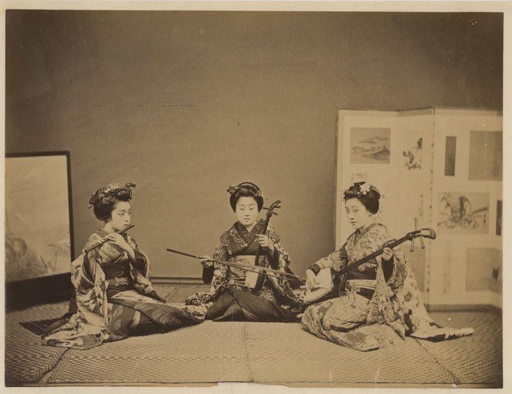 Japon, Girls playing at musical instruments     #Asie_Asia #Japon_Japan