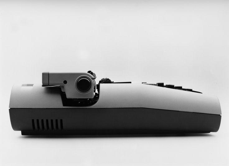 39 lexikon 82 39 electric typewriter 7 pinterest for Meuble futuriste montreal