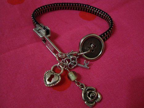 Zipper Bracelet based off of Zipper Bracelet by Rae