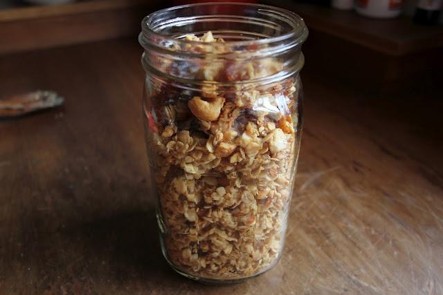"""Beth Rodden is on a """"Betty-the-homemaker"""" streak. Read on for her homemade granola recipe!"""