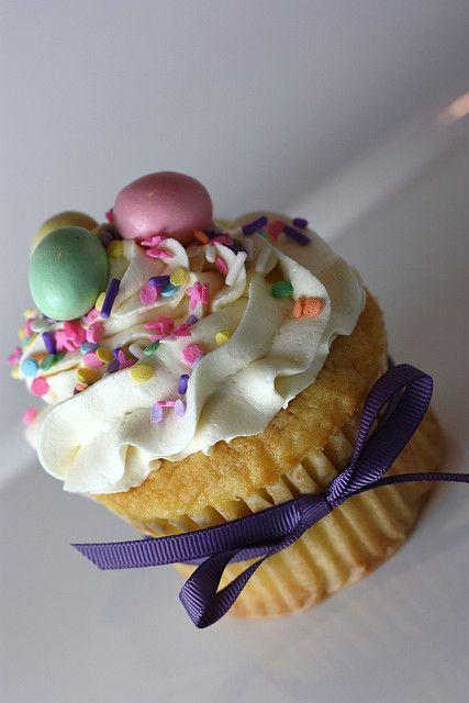 Easter cupcake @nicci horner horner horner horner horner DiBella you could make!