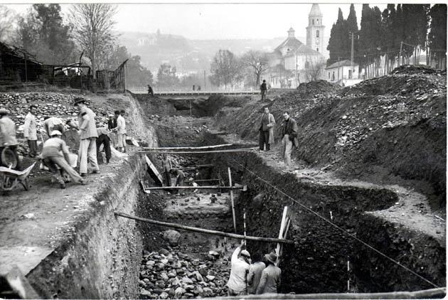 Obras de margenación del río Genil en el tramo urbano que comprende desde el puente del Genil hasta el Camino de Ronda. 24/01/1953 Torres Molina/IDEAL