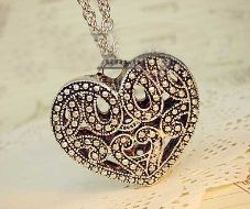 """Retro Hollow Heart Shaped Locket Product ID               : N0003 Main Colour             : Gold Available Colours      : Gold Price                       : CAD 9.90 Style                       : Chain with Locket Metal Type              : Zinc Alloy Main Stone              : Metal Necklace Length       : 28"""""""