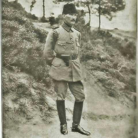 Anafartalar Grubu Kumandanı Miralay Mustafa Kemal Bey (1915) Çanakkale zaferini Anafartalar kahramanı Mustafa Kemal