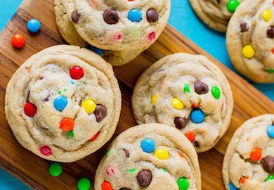 Bonibonlu Kurabiye yapımı oldukça kolay tadı da bir o kadar güzel. Sizi çocukluğunuza götürecek kurabiyelerin yanında sütünüzü de eksik etmeyin.