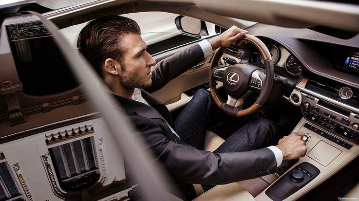 Lexus ES 250 chính thức xuất hiện tại thị trường sẽ làm mưa làm gió trên thị trường xe tại Việt Nam. Lexus ES 250 đem đến hệ thống đèn pha và đèn chiếu sáng ban ngày với diện tích lớn hơn, có dạng như những viên kim cương lấp lánh càng làm tăng thêm nét sang trọng cho xế hộp này. Còn gì tuyệt vời hơn khi lái thử Lexus ES 250 phiên bản 2016