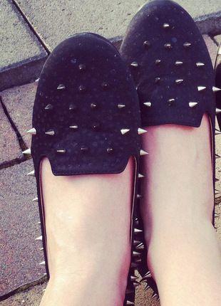 Kup mój przedmiot na #vintedpl http://www.vinted.pl/damskie-obuwie/balerinki/13375908-czarne-baleriny-z-cwiekami-rozmiar-39