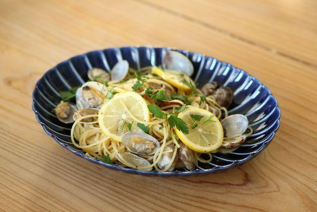 #幸也飯「レモンとアサリのオイルパスタ」の作り方 - LOCARI(ロカリ)