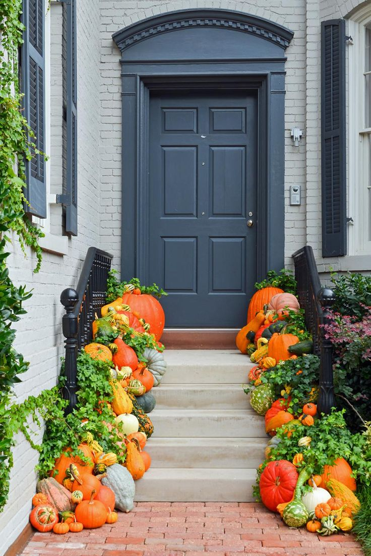 Beautiful gourd-lined steps for Halloween