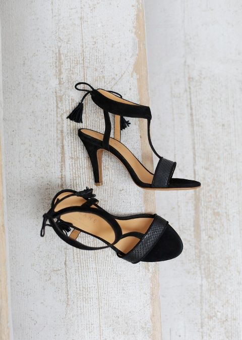 Sézane / Morgane Sézalory - Rio talons Noir - Collection blue velvet - www.sezane.com #frenchbrand #sandals