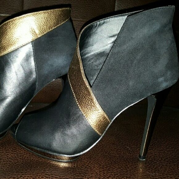 BCBG MAX AZRIA BOOTIES BcbgMaxazria leather and suede booties. Used. BCBGMaxAzria Shoes Ankle Boots & Booties
