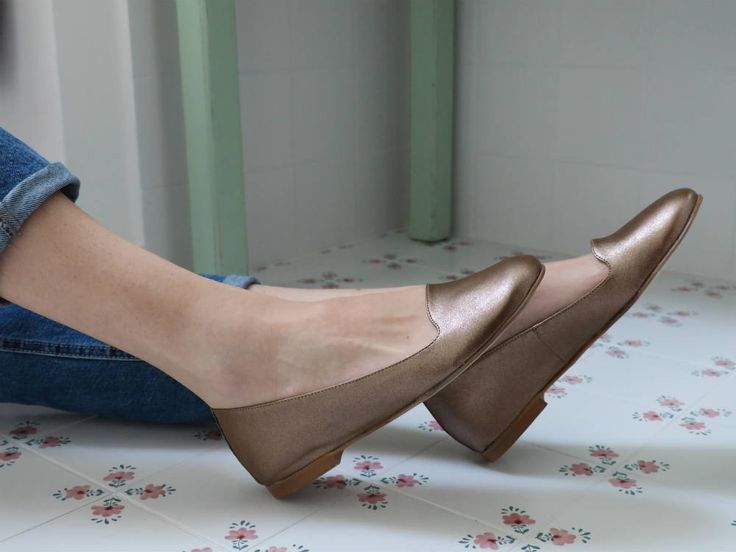 """Designed and made with ethics, this is what Scotti's style is all about and the result is called Mome, an elegant and refined """"slipper"""" dance shoe, in metallic colors of the current trend. Stylish without excess for your day at the office, a special occasion or an evening strolling along the promenade. Handcrafteded in Italy and 100% cruelty free. #veganshoes #madeinitaly #ethicalfashion #slipperdanceshoes #handcrafted #vegan #crueltyfree #veganslipperdanceshoes #veganballerine #ballerine"""