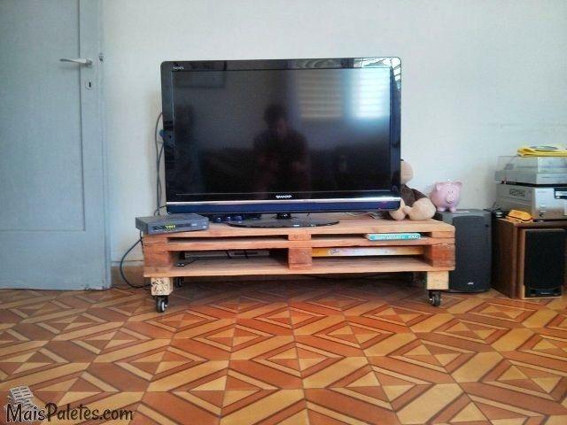 Móvel para a TV feito com paletes de madeira Veja mais ...