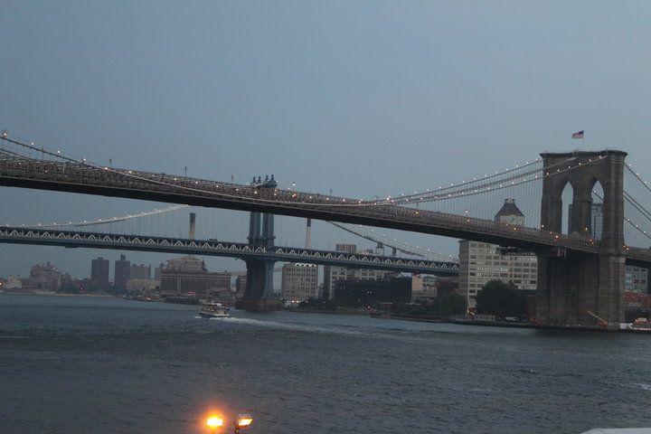 «La città vista dal Queensboro Bridge è sempre la città vista per la prima volta, nella sua prima promessa selvaggia di tutto il mistero e la bellezza nel mondo…» Francis Scott Fitzgerald