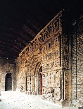 Portalada del monestir de Ripoll, una de les principals obres escultòriques de l'art romànic català