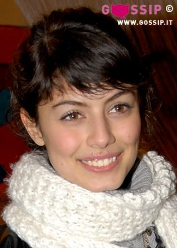 Sorridente Alessandra Mastronardi - Foto e Gossip