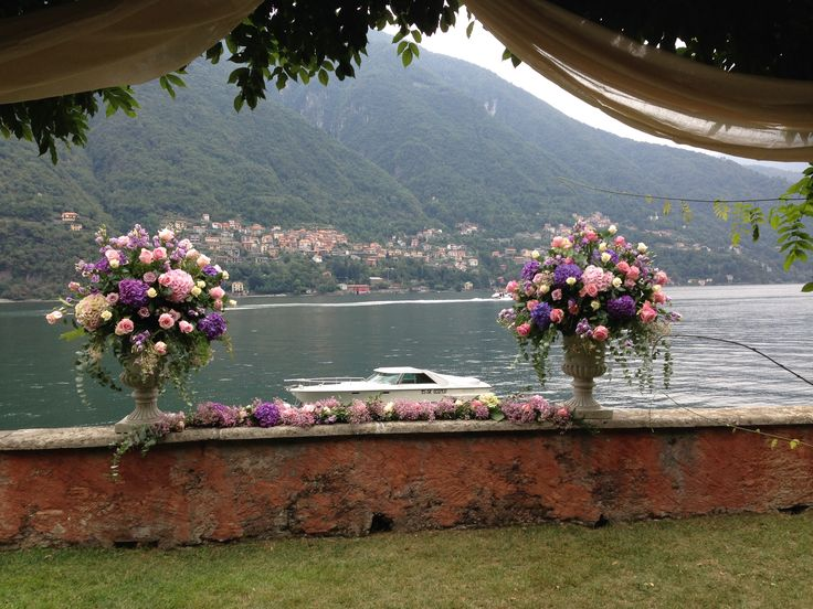 another #luxurywedding in #lakecomo in the colors of #pink, violet and fuchsia. No limits to our creativity! #whiteemotion #luxuryweddingsinitaly