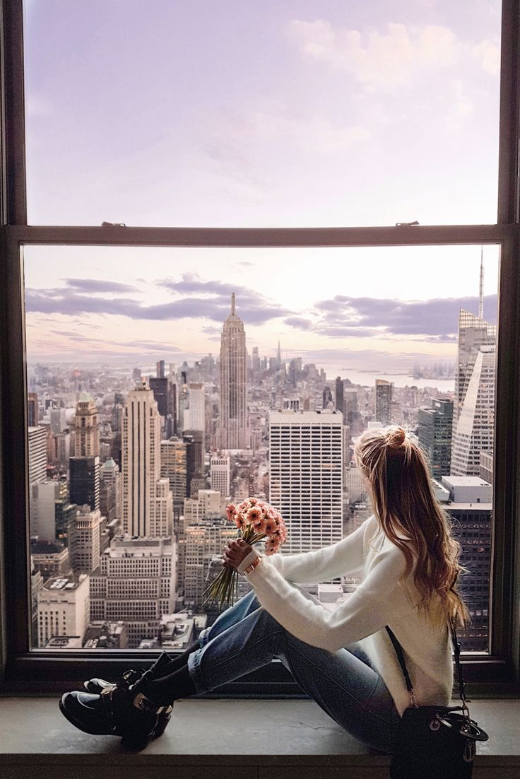 In love with New York looking at the Empire State Building http://www.ohhcouture.com/2017/02/monday-update-44/ #ohhcouture #leoniehanne