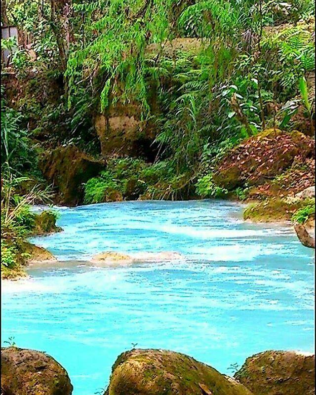 #rioazul #huhue Que tan lejos estamos dispuestos a llegar por alcanzar nuestros sueños? Cuántas veces vamos a tener que recorrer un camino diferente por algo nuevo que deseamos o que simplemente hoy no entendemos? Por @coyotej -  #explorandoguatemala  _____ #huehuetenango #awesome #guatemala #TheRealGuatemala #instaguate #elmaizgt #guateisbeautiful #guatelinda #Regrann by explorandoguatemala